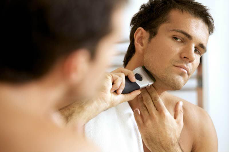 Zbyt mocne przyciskanie golarki podczas golenia