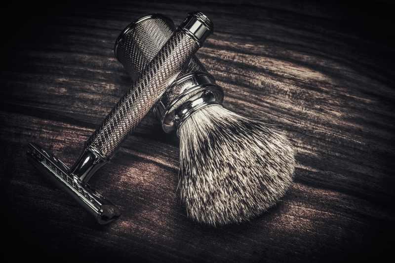 pędzel i maszynka do golenia